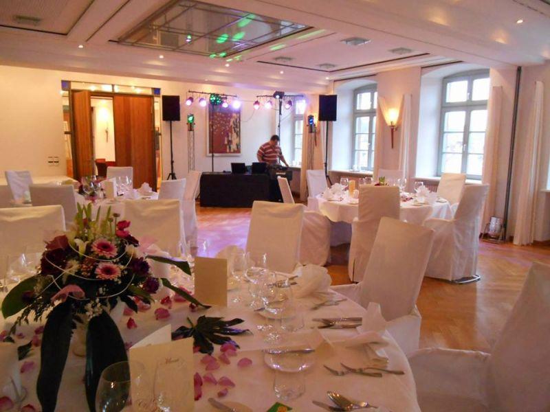Hochzeitsfeier im kloster hornbach die hochzeitss ngerin for Hornbach dekoration